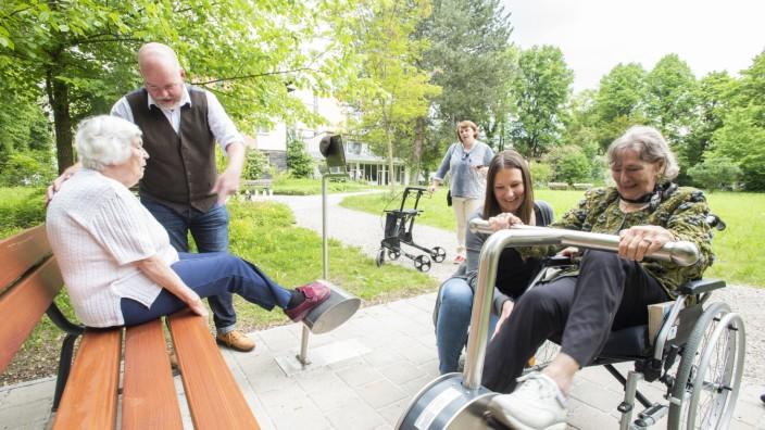 Pullach, Haus am Wiesenweg, Eröffnung des Seniorenparcours,