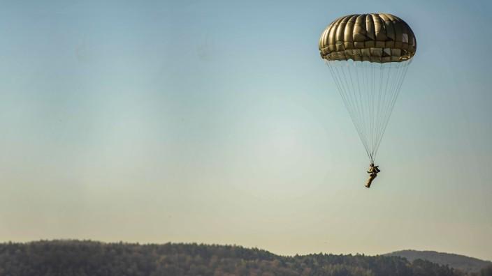 US-Armee in Deutschland: Fallschirmspringer in Ramstein