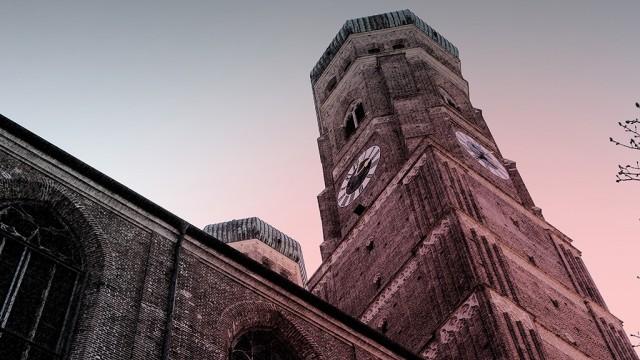 Leere Kirchen in der Osterzeit aufgrund von Corona
