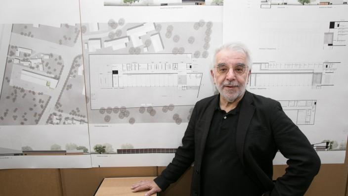 Bürgermeister Dietmar Gruchmann eröffnet die Ausstellung der Wettbewerbsbeiträge zum Neubau der Feuerwache im Foyer des Ratssaals in Garching