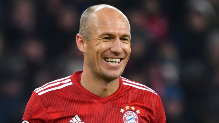 Arjen ROBBEN Bayern Muenchen lacht lachen lachend optimistisch gutgelaunt Aktion Einzelbild ang; Robben