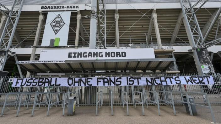Bundesliga: Fan-Protest während der Corona-Pandemie in Mönchengladbach