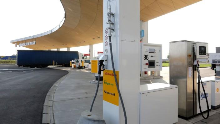 Bundesweiter Ausbau: An der Raststätte Fürholzen bei Neufahrn können wasserstoffbetriebene Autos tanken. Auch bei Flugzeugen fordern Experten Wasserstoffantriebe.