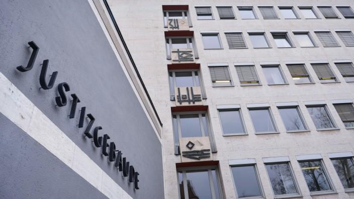 Prozess wegen vermutlichen Totschlags an Ehefrau: Das Justizgebäude in Aschaffenburg, in dem sich das Landgericht befindet.