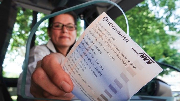 Coronavirus - Hamburger Busse bekommen Trennscheibe