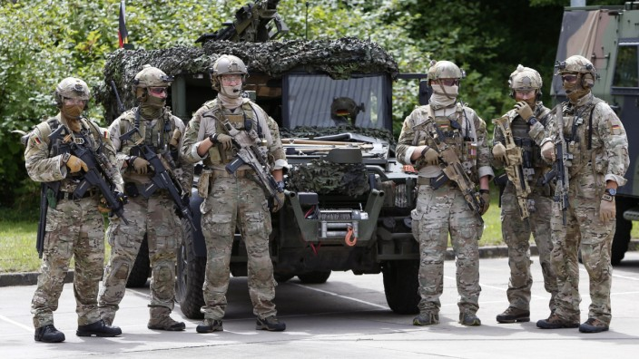 Members of German army Bundeswehr Special Forces Command (KSK) arrive for a skills demonstration in Claw near Stuttgart