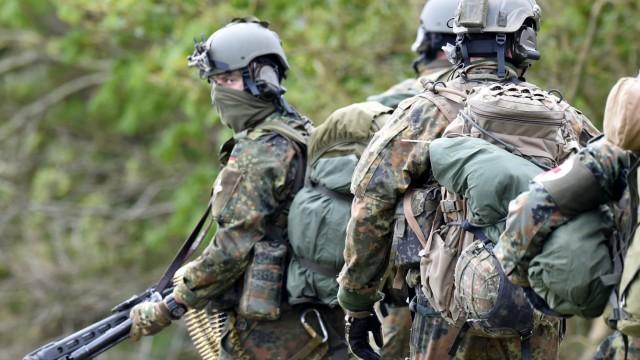 KSK-Fallschirmjäger bei Großübung