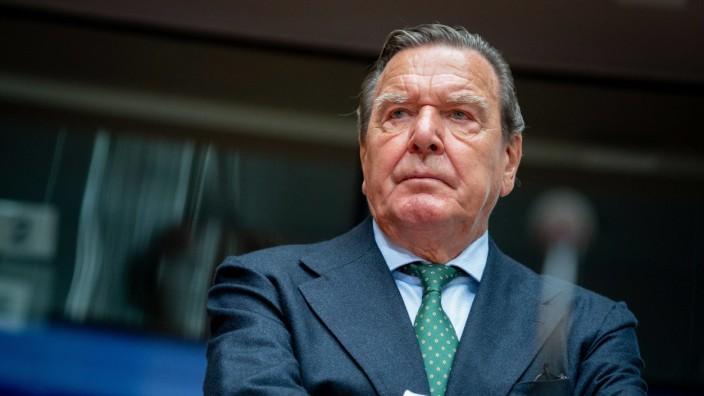 Ex-Kanzler Schröder bei Anhörung im Wirtschaftsausschuss