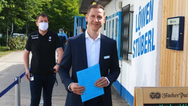 Neuer Geschaeftsführer Marc-Nicolai Pfeifer auf dem Weg zur PK Fussball, 3. Liga, TSV 1860 München, 01.07.2020 FOTO: Ml
