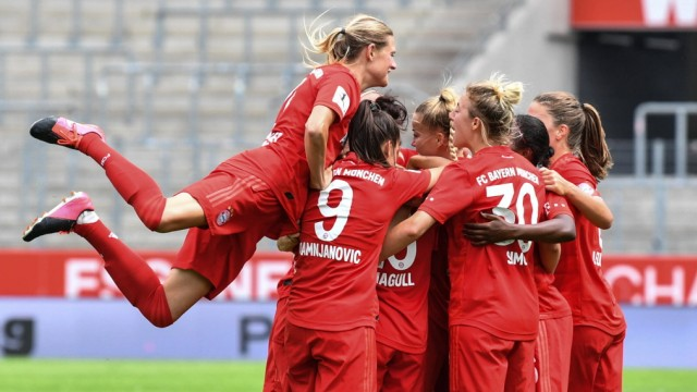 Sport Bilder des Tages Jubel, Freuen, celebrate, happy, cheer , Goal Celebration FC Bayern München 0:1, 28.06.2020, Esse