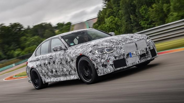 BMW M Sportmodelle im Test: Getarntes Vorserienmodell: Der überarbeitete BMW M3 hat bei Leistung und Drehmoment zugelegt - und fährt sich doch gelassener.