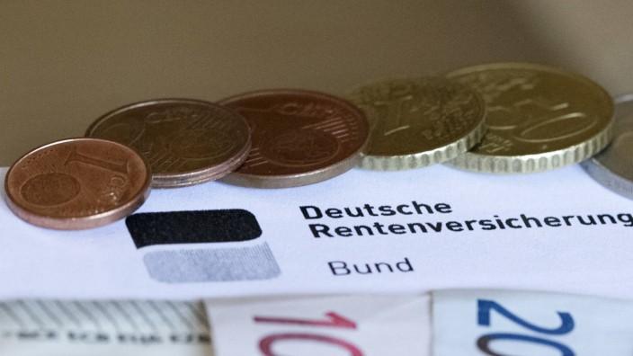 Themenbild Rente Altersrente Rentenbescheid mit Geldscheinen und Euromünzen Symbolbild Themenbil