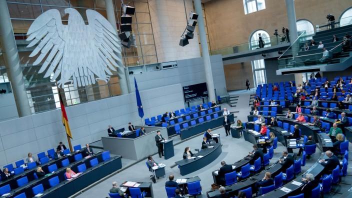 Bundesminister Hubertus Heil spricht im Deutschen Bundestag