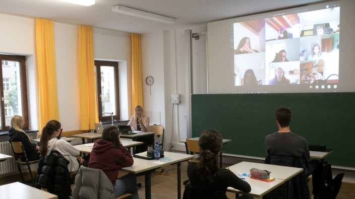 Gemeinsames Homeschooling und Vor-Ort-Beschulung am Isar Gymnasium München, 2020