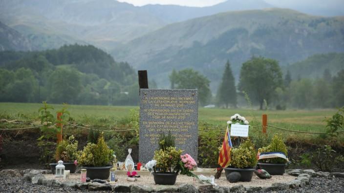 Last Germanwings Crash Victims Are Buried Near Crash Site