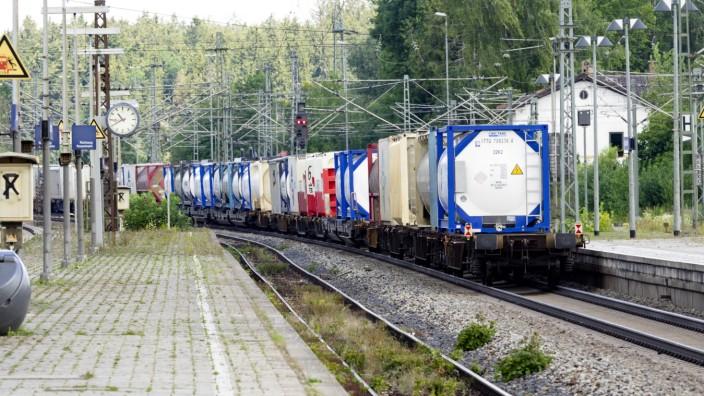 Zug auf der Bahnstrecke München - Rosenheim, 2018