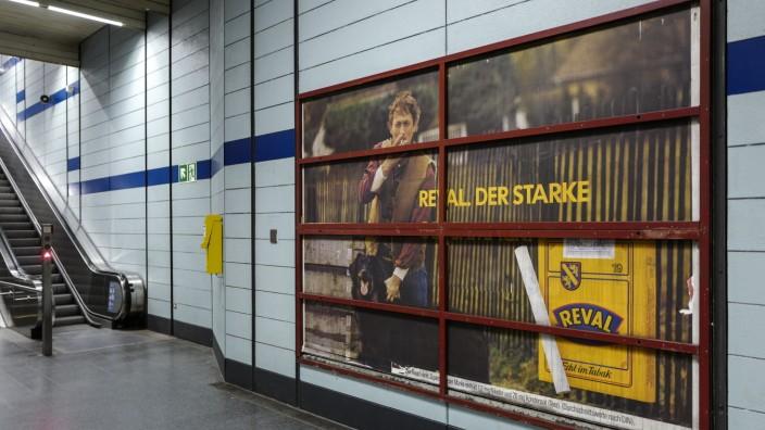 Altes Werbeplakat in München, 2019