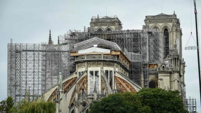 Architektur: Baugerüste werden über Jahre das Bild von Notre-Dame prägen.