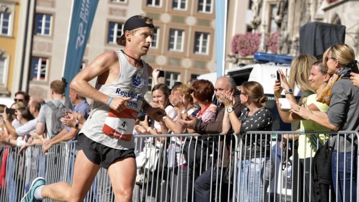 Andreas Straßner gewinnt 33. München Marathon, 2018