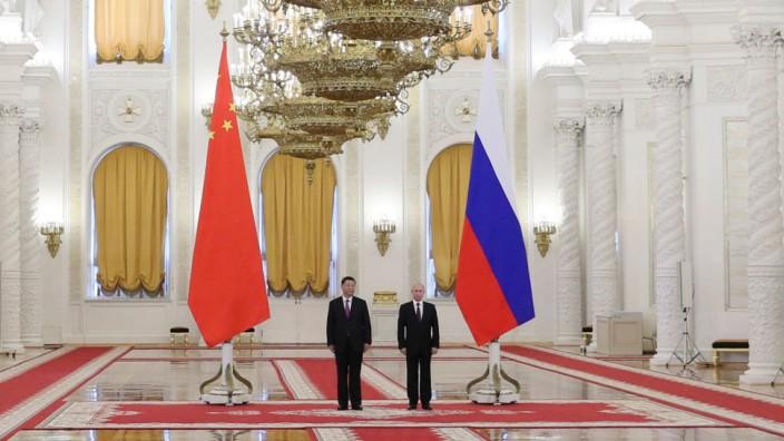 Weltpolitik: Zwei Spieler im Wettbewerb der Großmächte: Russlands Präsident Wladimir Putin (rechts) und der chinesische Staatschef Xi Jinping.