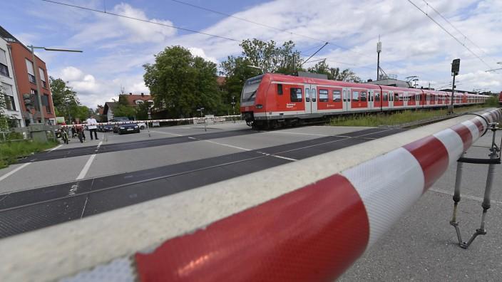 Schulbau und Verkehr in Höhenkirchen-Siegertsbrunn: Trennt den Ort: die Bahnlinie, die mitten durch Höhenkirchen-Siegertsbrunn verläuft.