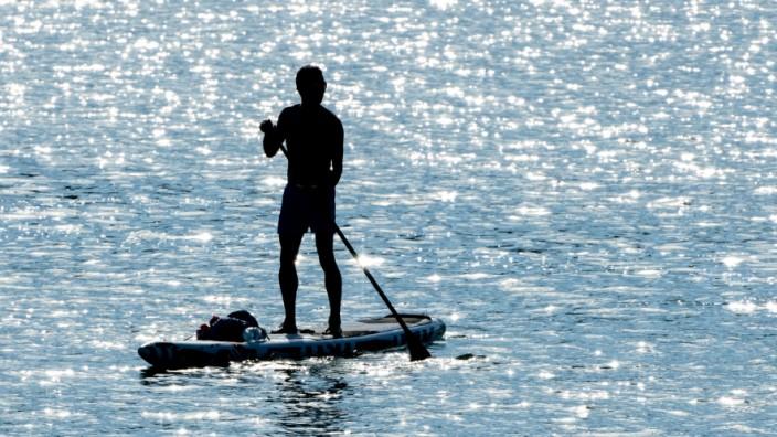 Wassersport: Bei Stand-up-Paddle-Boards auf Luftkammern achten