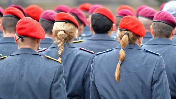 Minister ernennt Offiziere des Heeres