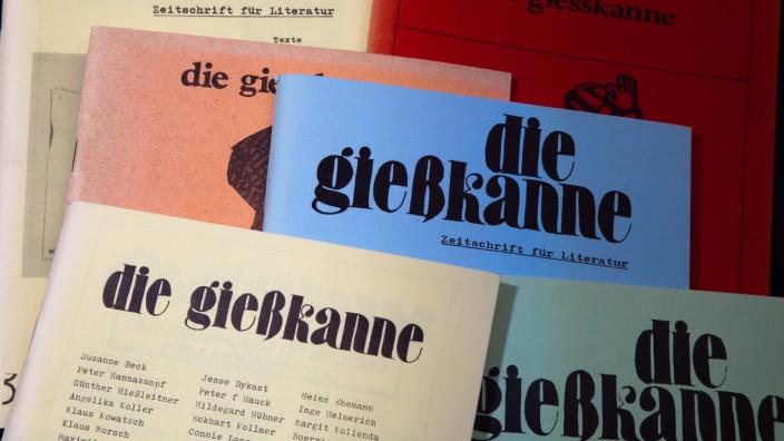 """Mehrere Ausgaben der """"alternativen"""" Literaturzeitschrift Die Gießkanne 1973-1980"""