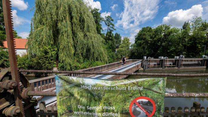 Protestplakat gegen geplanten Hochwasserschutz Erding