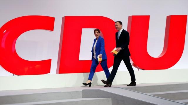2019 in Leipzig erlebten Annegret Kramp-Karrenbauer und Paul Ziemiak noch einen normalen Parteitag. Das wird dieses Jahr anders sein.