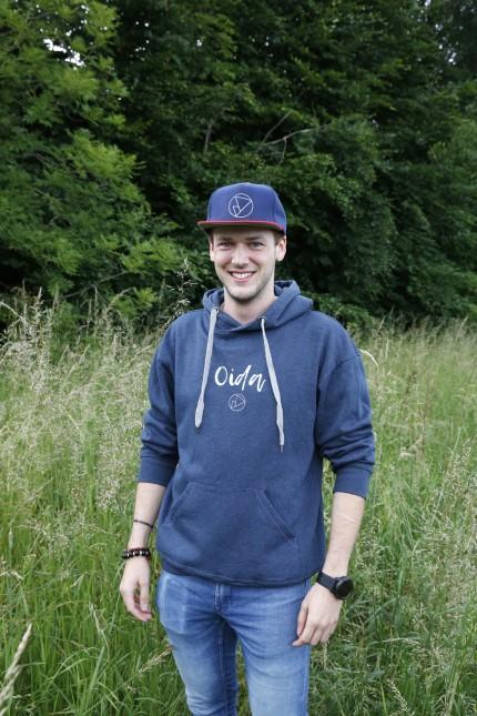Heimat nach außen tragen: Felix Neuchl vertreibt Kleidung mit Schriftzügen für Bergfans und Lokalpatrioten.