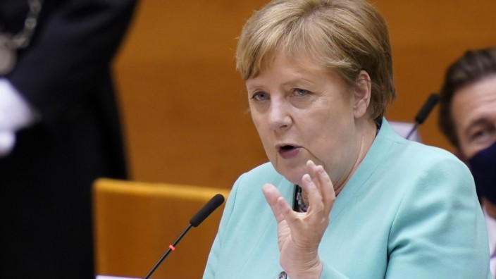 EU-Ratspräsidentschaft: Eine Demokratie sei auf kritische Debatten angewiesen, sagt Kanzlerin Merkel in Brüssel.