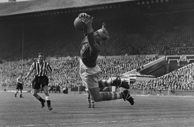 Bert Trautmann City goalkeeper makes a fine save 1955 FA Cup Final at Wembley on 07 05 1955 Manc; Bernd Trautmann, Torhüter, Manchester City, Premier League