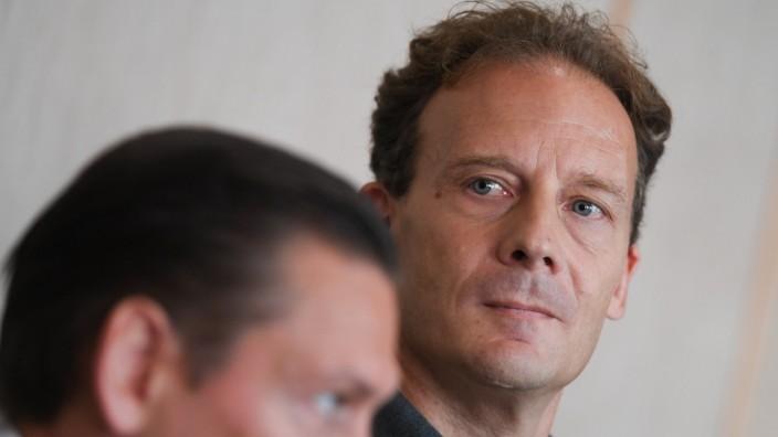 Alexander Falk im Gerichtssaal des Frankfurter Landgerichts