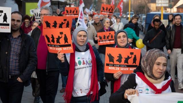 Solidarität mit den Betroffenen der rechtsextremen Angriffsserie Kundgebung unter dem Motto Solidari