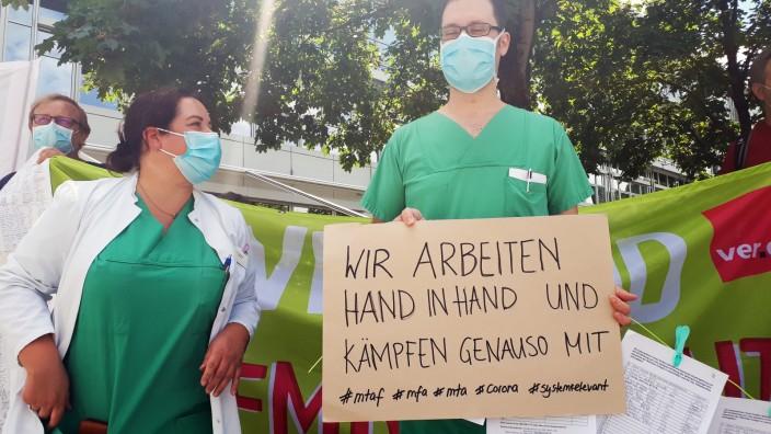 Petition eingereicht, um die Arbeitsbedingungen der Klinikmitarbeiter in Corona-Zeiten zu verbessern