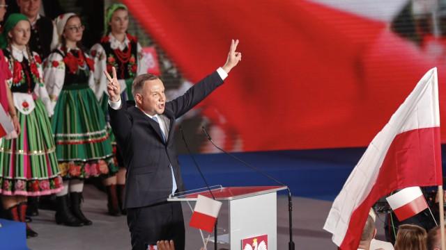 Wahlen in Polen: Präsident Andrzej Duda versucht vor allem im ländlichen Polen Wähler zu mobilisieren - hier im der Städtchen Lowisz.