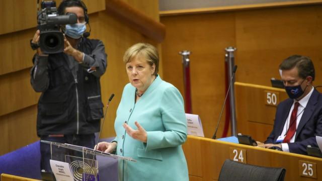 EU-Parlament in Brüssel - Bundeskanzlerin Merkel