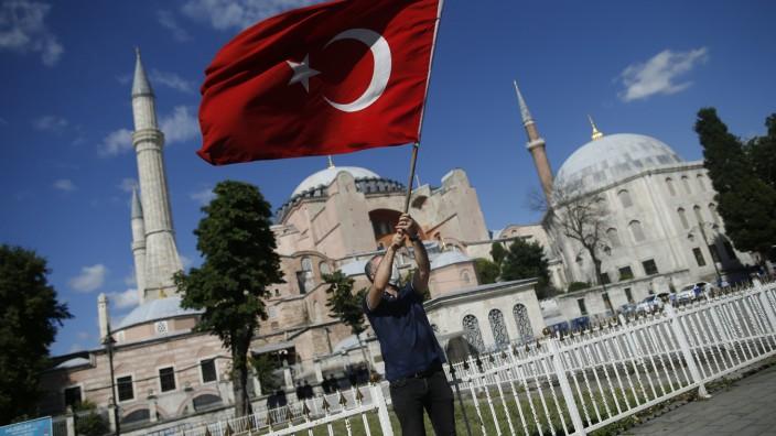 Umwandlung der Hagia Sophia: Die Hagia Sophia ist bisher eine der wichtigsten Touristenattraktionen im historischen Istanbuler Stadtteil Sultanahmet.