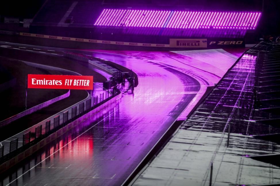 Motorsports: FIA Formula One World Championship, WM, Weltmeisterschaft 2020, Grand Prix of Styria, Rain on the track Sp