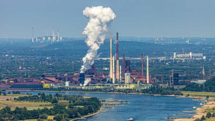 Luftbild, Rhein,Abgasrauchwolke über Duisburg Marxloh, thyssenkrupp - KBS - Kokerei Schwelgern,ThyssenKrupp EVOS Baucont