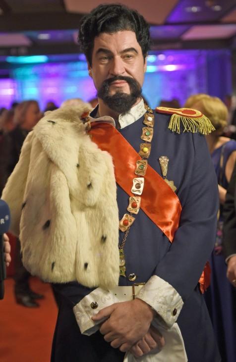 Markus Söder als König Ludwig verkleidet