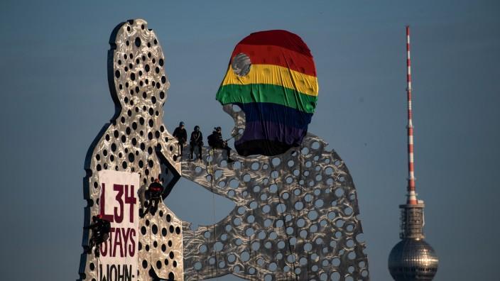 "Aktivisten besetzen ´Molecule Man"""