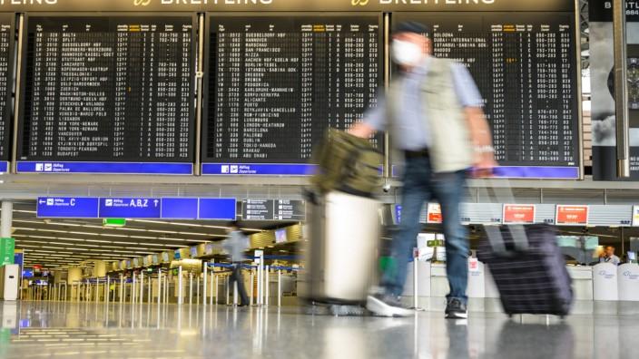 Reiseverkehr am Flughafen Frankfurt während der Corona-Pandemie