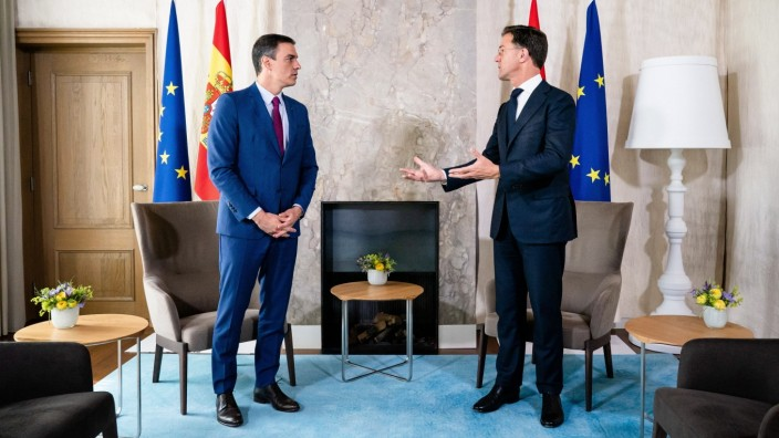 DEN HAAG , 13-07-2020 , Catshuis , Prime Minister Mark Rutte receives Spanish Prime Minister Pedro Sanchez for a working