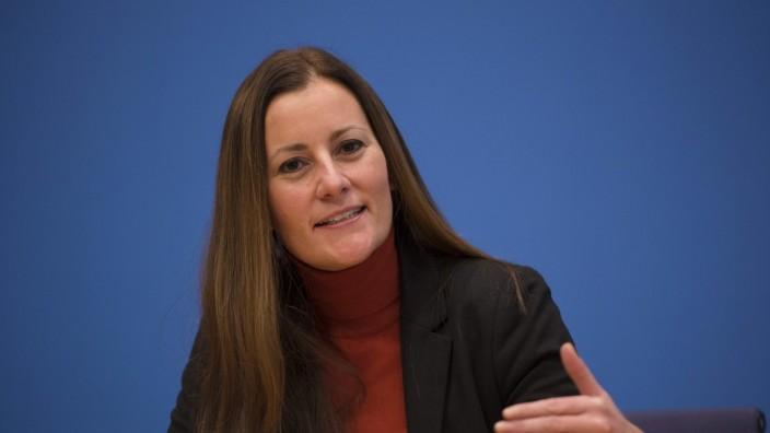 DEU, Deutschland, Germany, Berlin, 29.10.2018: Janine Wissler, Linken-Spitzenkandidatin für die Landtagswahl in Hessen,