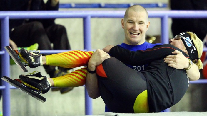 Claudia Pechstein (r), Matthias Grosse, CALGARY Schaatsen Essent ISU World Cup seizoen 2013 2014