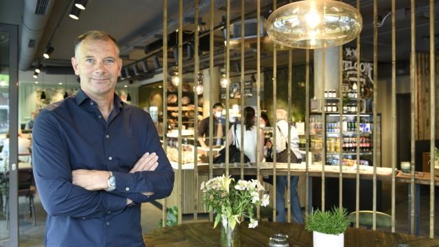 Bäckerei-Chef Franz Höflinger im neuen Laden am Kurfürstenplatz.