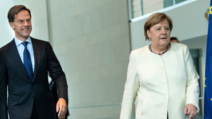 German Chancellor Angela Merkel and Dutch Prime Minister Mark Rutte arrive before speaking to reporters in Berlin