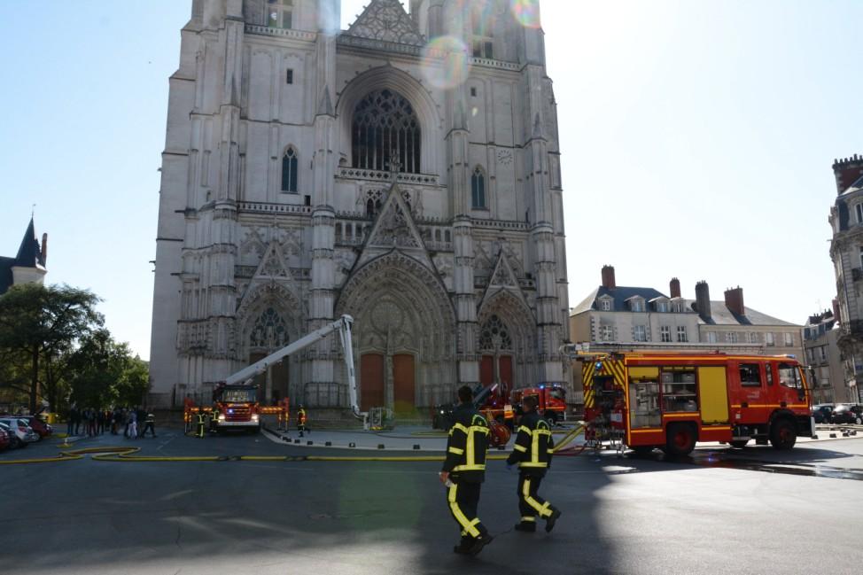 Un feu s est declare a la cathedrale de Nantes (Loire-Atlantique) NEWS: Feu a la cathedrale - Nantes - 19/07/2020 Ronan
